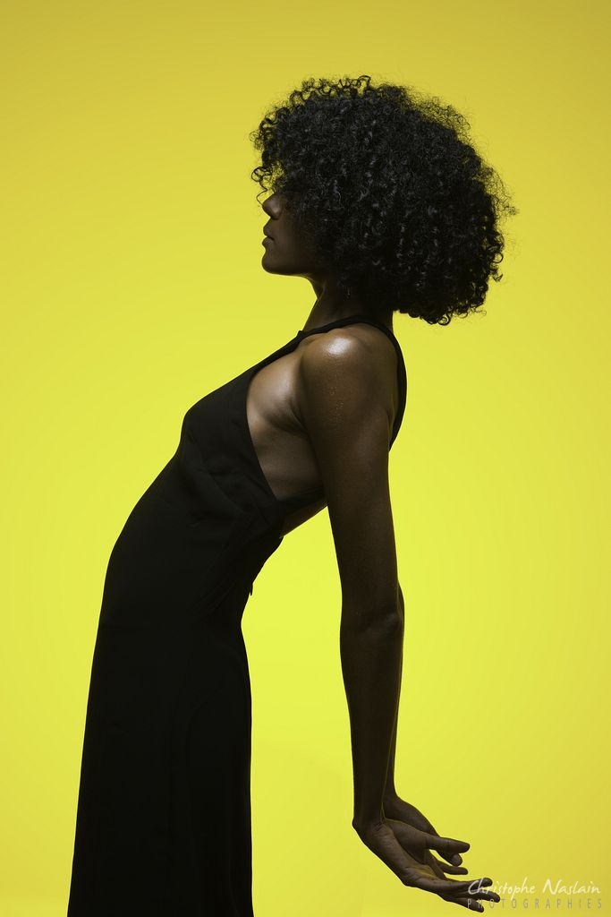 The black dress and the yellow wall (part I)